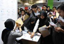 (Ilustrasi) Ratusan calon pekerja sedang menyerbu lowongan kerja di sebuah perusahaan yang membutuhkan. Foto/BX/depok.go.id